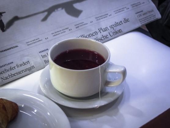 Tee und Zeitung